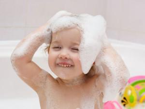 file_171977_0_120330-baby-bath-fun